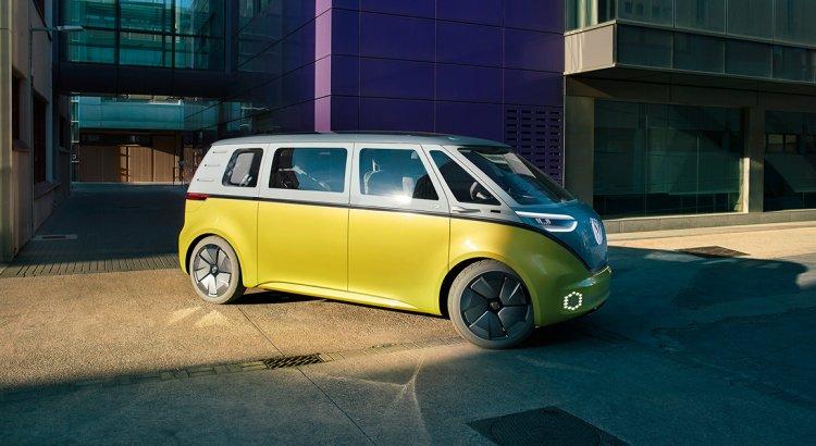 Volkswagen sorgt für Neuigkeiten zum E-Van ID. Buzz und zum VW Multivan