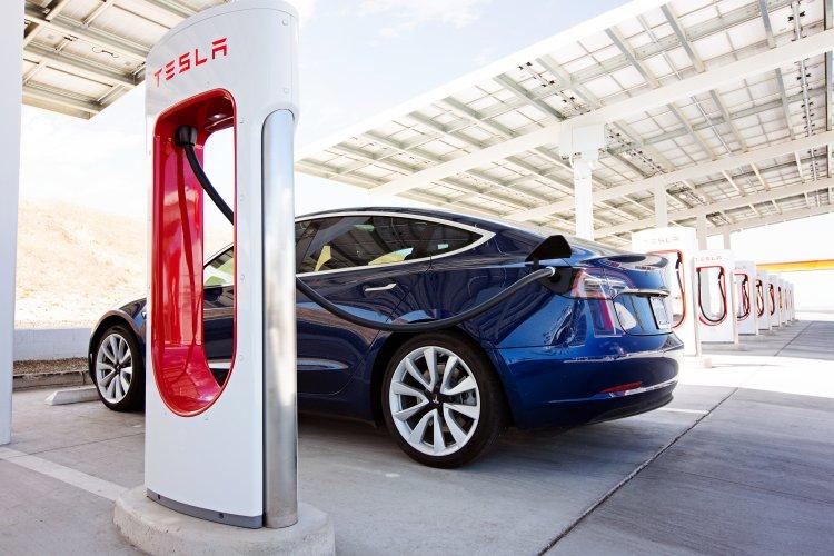 Über 50 neue Supercharger-Standorte von Tesla in Deutschland